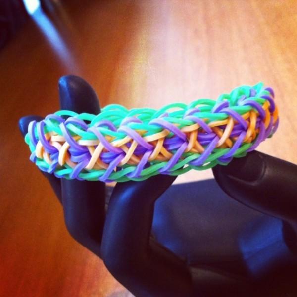 10 bracelets elastique tres classes et faciles a faire for Commentaire faire une couleur beige 9 ongles page 2 astuces de filles