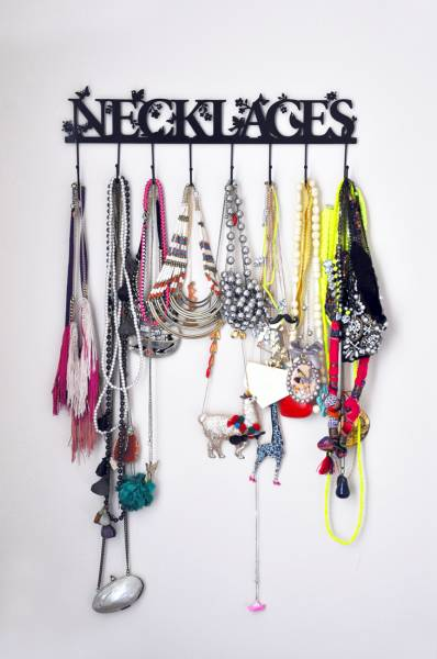 6 id es originales de rangements pour vos bijoux astuces - Porte bijoux mural ikea ...