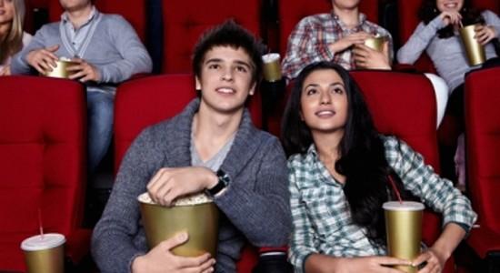 premiere-sortie-couple-cinéma