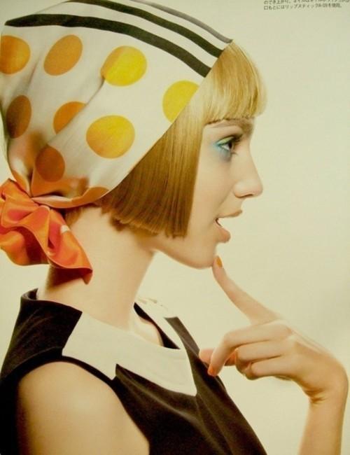 8 coiffures magnifiques avec un foulard astuces de filles. Black Bedroom Furniture Sets. Home Design Ideas