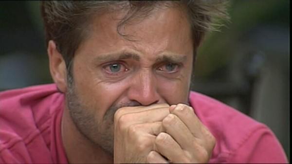 homme-coup-dans-les-couilles-pleure_ws1012518761