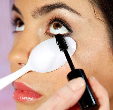 Makeup-Tips-That-Nobody-Told-You-About-spoon