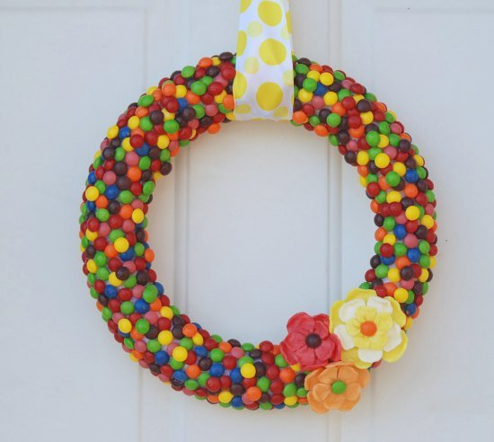 DIY-Skittles-Wreath
