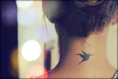 avis-tatouage-oiseau-nuque