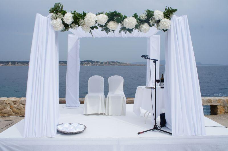 9 arches de mariage canons et ultra romantiques astuces de filles. Black Bedroom Furniture Sets. Home Design Ideas