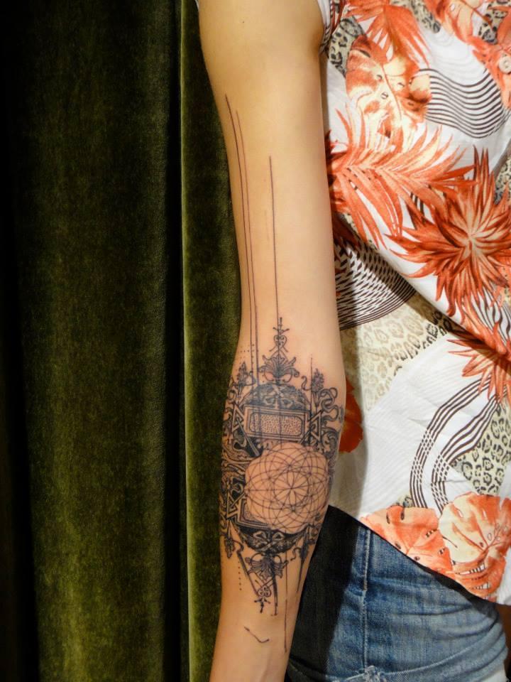 idée-tatouage-avant-bras-femme-graphique-abstrait