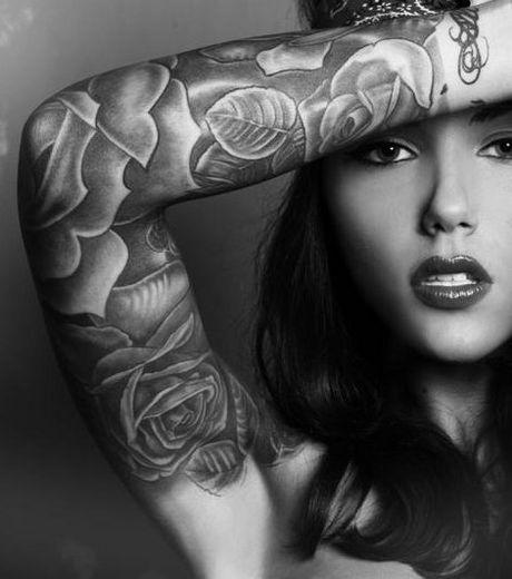 photo-tatouage-bras-femme-fleur