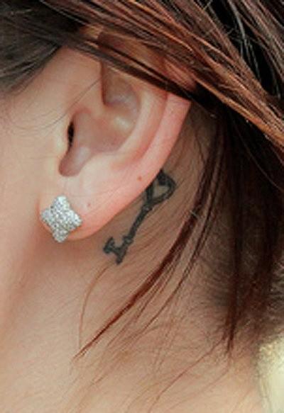 tatouage-clc3a9-oreille