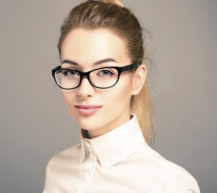 15 id es de maquillage avec des lunettes astuces de filles. Black Bedroom Furniture Sets. Home Design Ideas