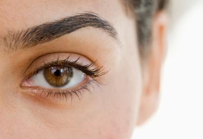 6 conseils pour une pilation des sourcils sans douleur astuces de filles. Black Bedroom Furniture Sets. Home Design Ideas