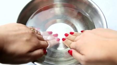 astuces-pour-faire-secher-votre-vernis-plus-vite-eau-froide-450x252