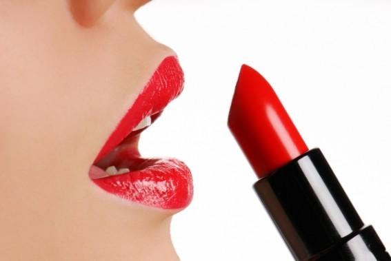 bouche-maquillage-rouge-a-levre
