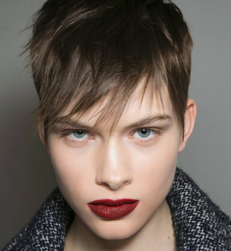 Coiffure 30 id es de coupes courtes pour l t astuces - Ecole de coiffure lyon coupe gratuite ...