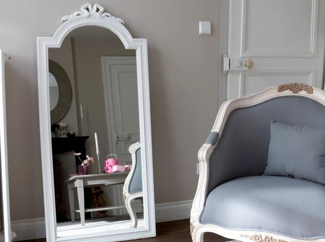 5 astuces incontournables pour agrandir votre int rieur - Miroir dans une chambre ...