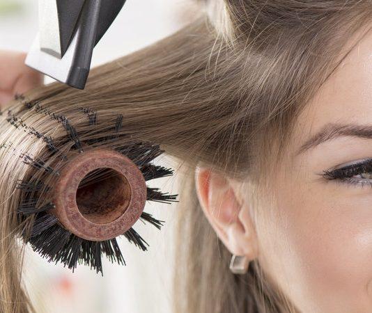 Astuces de filles astuces coiffure maquillage ongles et beaut et tutoriels faciles faire - Comment faire un brushing ...