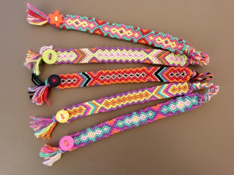 Les 5 bracelets les plus vendus cet t astuces de filles - Comment faire les bracelet elastique ...