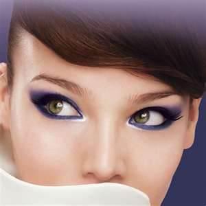 Maquillage yeux bleus gris cheveux chatains