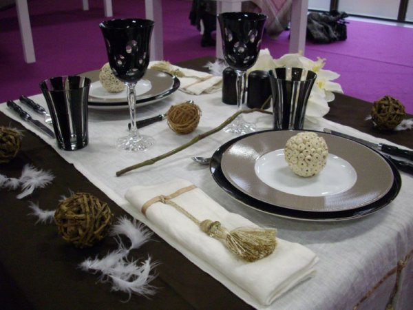 decoration de table pour un diner en amoureux. Black Bedroom Furniture Sets. Home Design Ideas