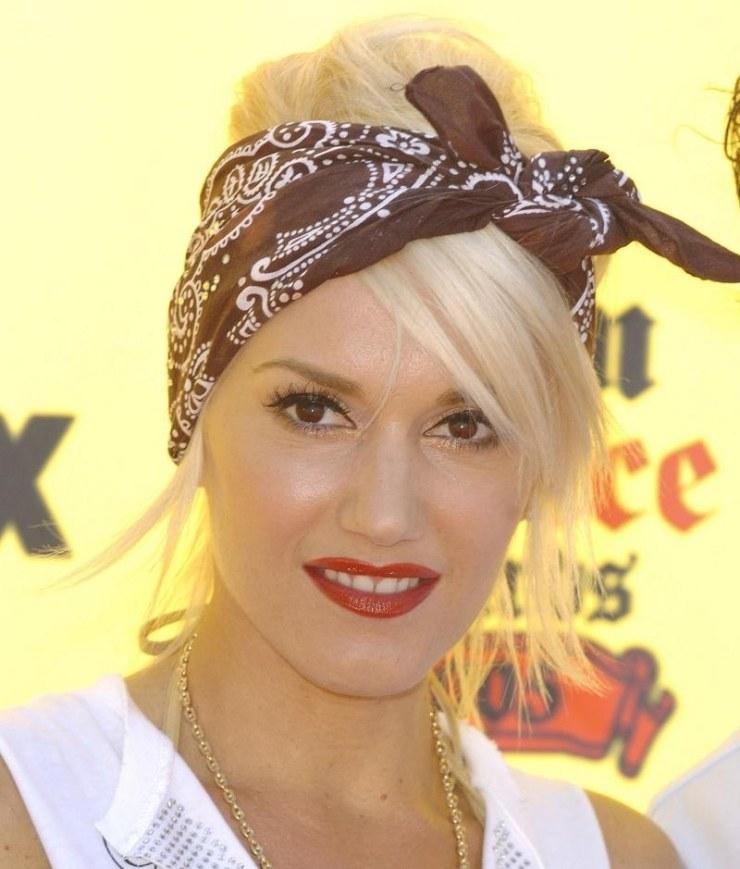 coiffure-rockabilly-femme-Gwen-steffany-bandana-frange-côté