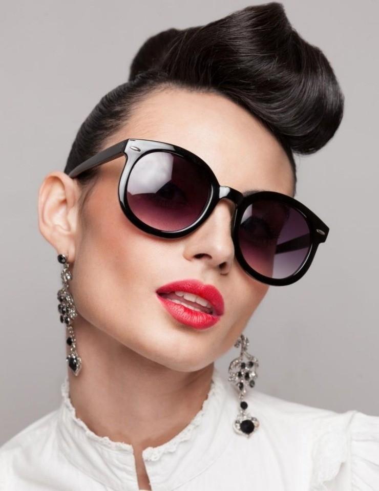 coiffure-rockabilly-femme-frange-crêpée