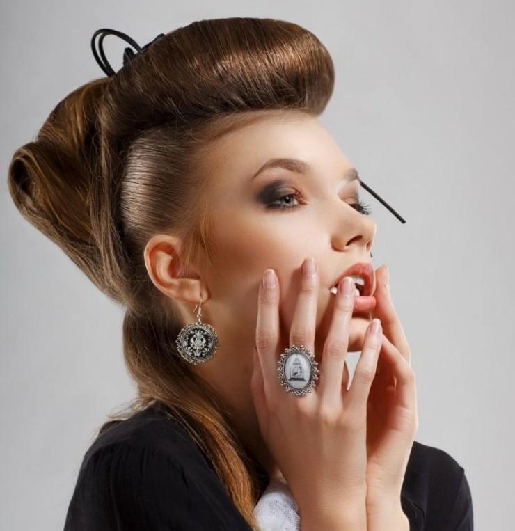 coiffure-rockabilly-femme-moderne-frange-crêpée-semi-attachés