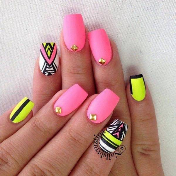 7 nail art tribal a adopter avant cet t astuces de filles. Black Bedroom Furniture Sets. Home Design Ideas