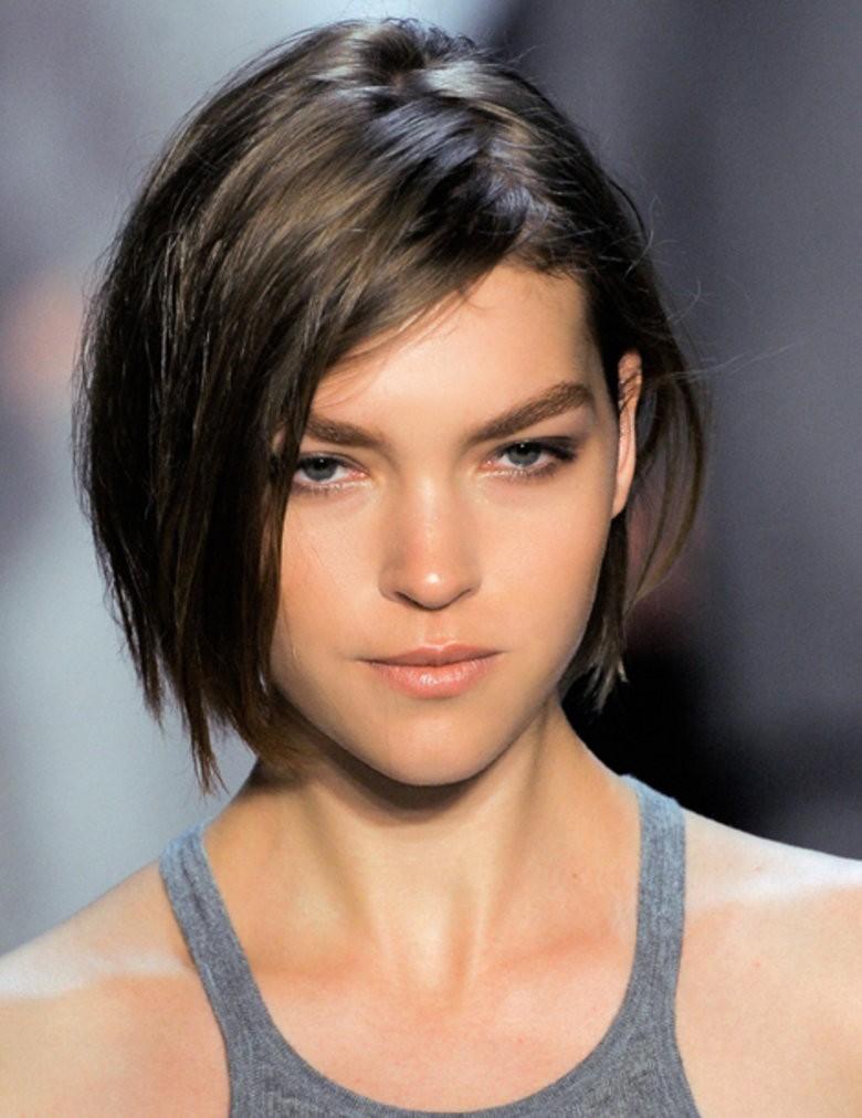 Coiffure cheveux carre femme