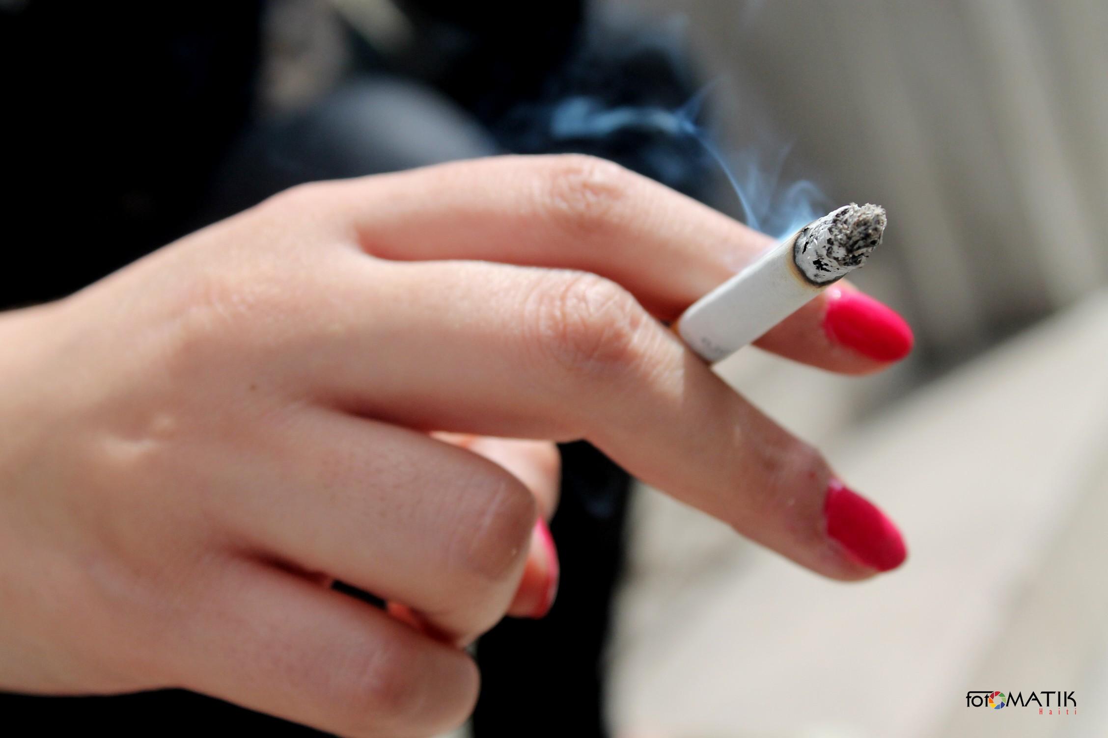 4 astuces pour se d barrasser de l odeur du tabac froid astuces de filles. Black Bedroom Furniture Sets. Home Design Ideas