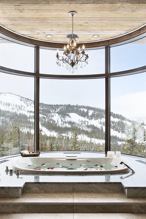 Baignoire-luxe-avec-vue-sur-la-montagne