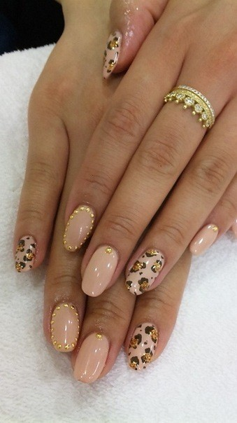 nails-with-gold-15