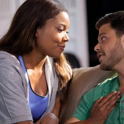 (L-R) Kristen (Gabrielle Union) and Jeremy (Jerry Ferrara) at home in Screen Gems' THINK LIKE A MAN.